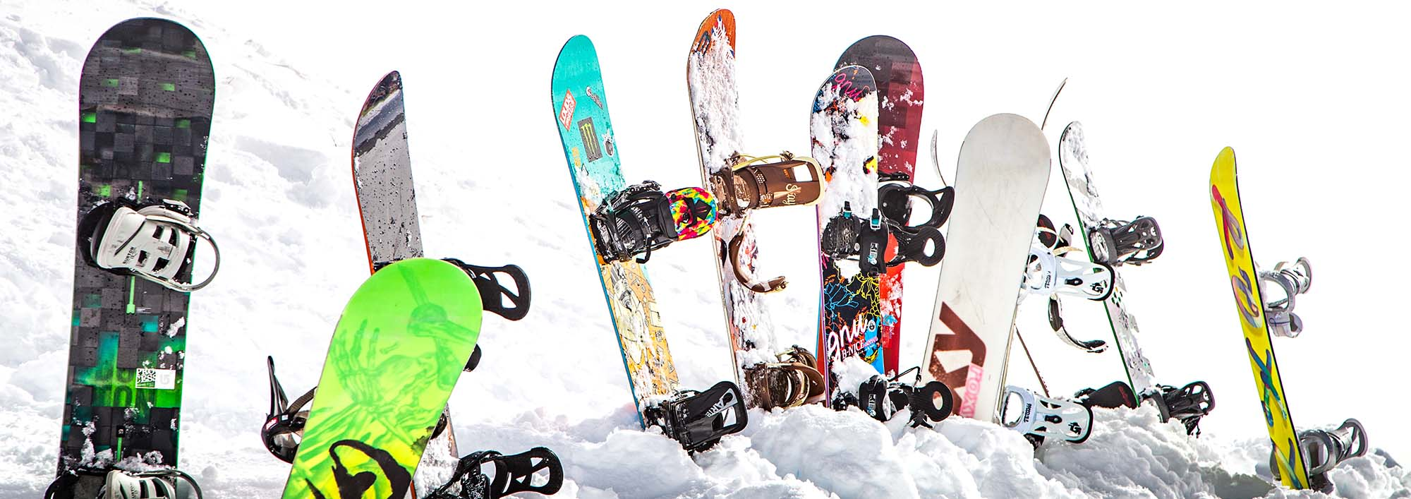 BBMR snowboards in the snow.
