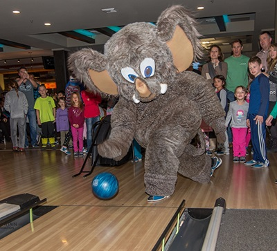 Bowling, Indoor Golf & Delectable Dining