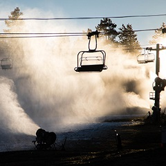 Snowmaking at Bear Mountain